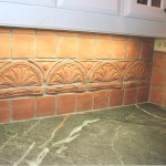 Fan frieze backsplash